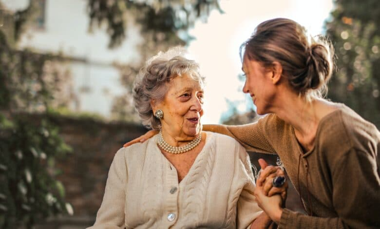 how-can-you-help-your-mother-ease-into-assisted-living